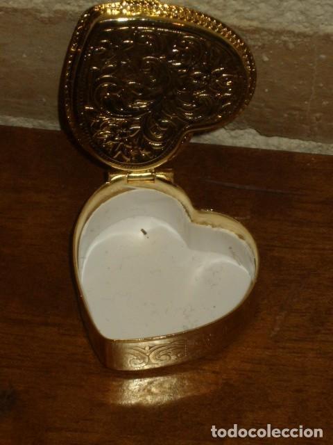 Cajas y cajitas metálicas: CAJA PASTILLERO CON IMAGEN ROMANTICA EN PORCELANA,CREO QUE LIMOGES!! - Foto 4 - 194241856