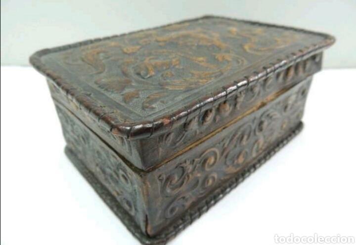 Cajas y cajitas metálicas: Caja de madera y cuero repujado - Foto 2 - 194293831