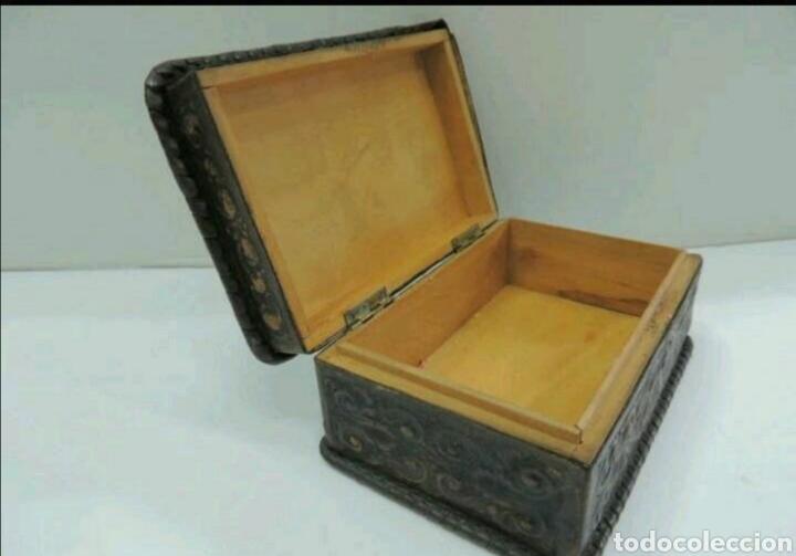 Cajas y cajitas metálicas: Caja de madera y cuero repujado - Foto 3 - 194293831