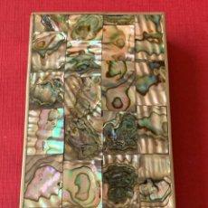 Cajas y cajitas metálicas: PRECIOSA CAJA EN NÁCAR Y BRONCE PLATEADO. AÑOS 60/70. Lote 194305537