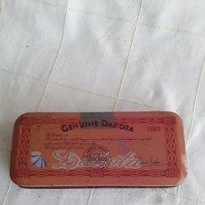 Cajas y cajitas metálicas: CAJA DE HOJALATA GENUINE DAKOTA 1985. Lote 194596822