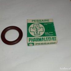 Cajas y cajitas metálicas: CAJA DE FARMACIA DE CAUCHO // DESCONOZCO SU USO. Lote 194640280