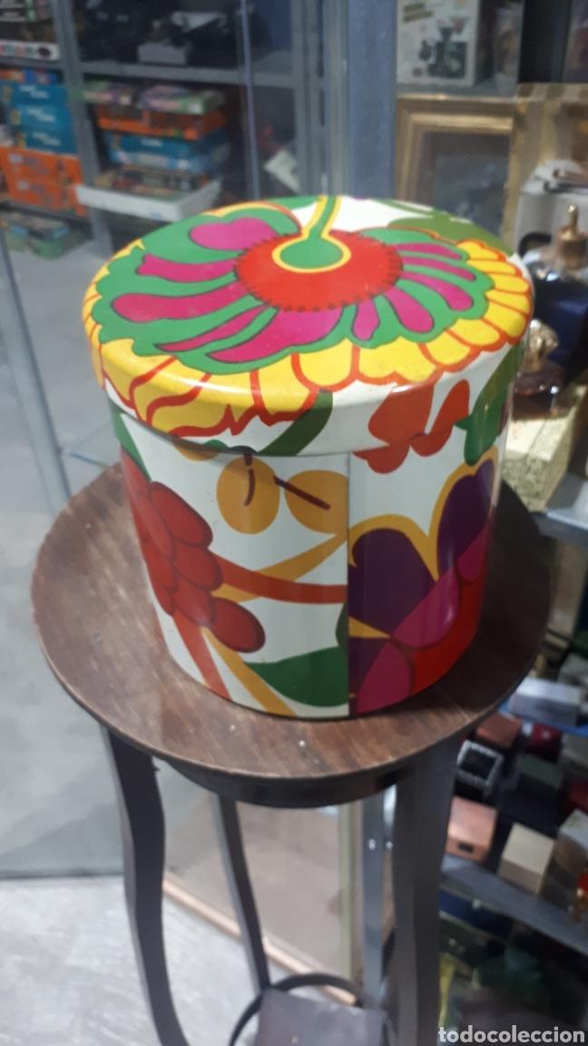 Cajas y cajitas metálicas: Antiguo bote redondo cilíndrico COLACAO - Foto 2 - 194875957