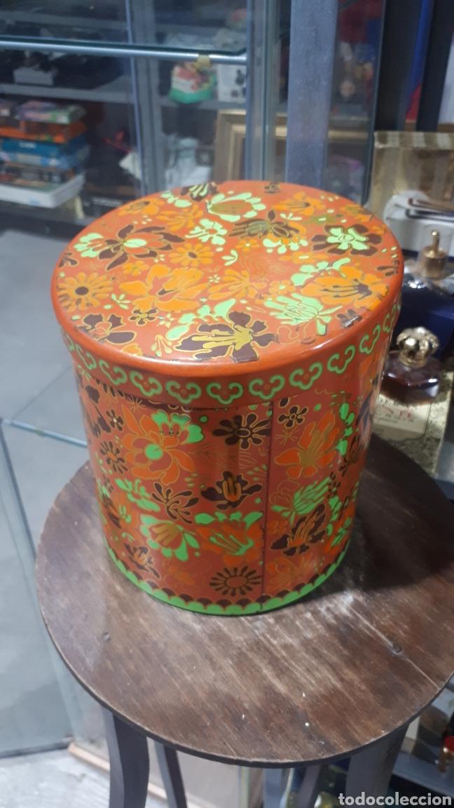 Cajas y cajitas metálicas: Antiguo bote redondo cilíndrico COLACAO - Foto 2 - 194876096