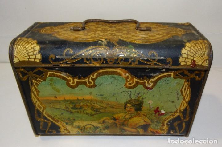 ANTIGUO CABAS DE HOJALATA LITOGRAFIADA G. DE ANDREIS DE BADALONA CON PUBLICIDAD. FINALES DEL XIX, (Coleccionismo - Cajas y Cajitas Metálicas)
