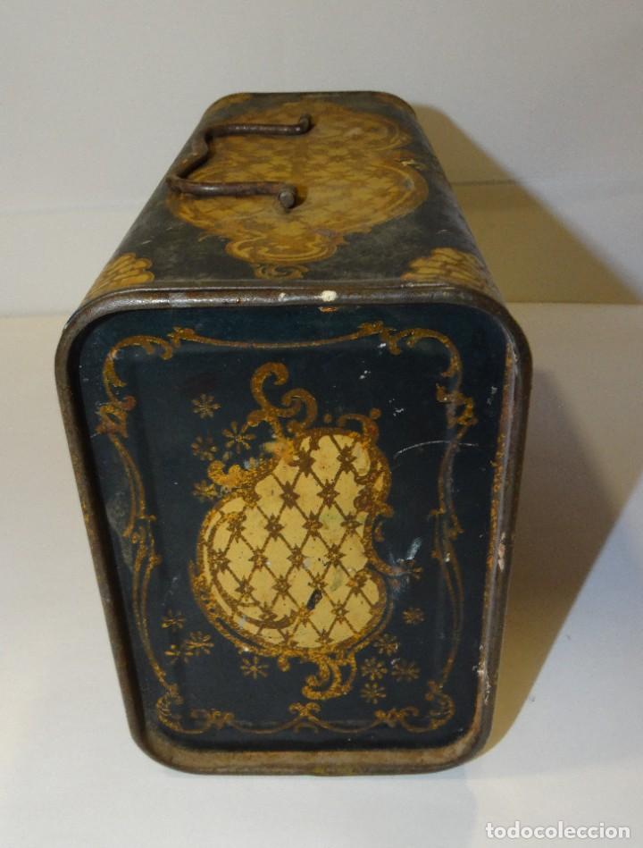 Cajas y cajitas metálicas: ANTIGUO CABAS DE HOJALATA LITOGRAFIADA G. DE ANDREIS DE BADALONA CON PUBLICIDAD. FINALES DEL XIX, - Foto 2 - 194881802