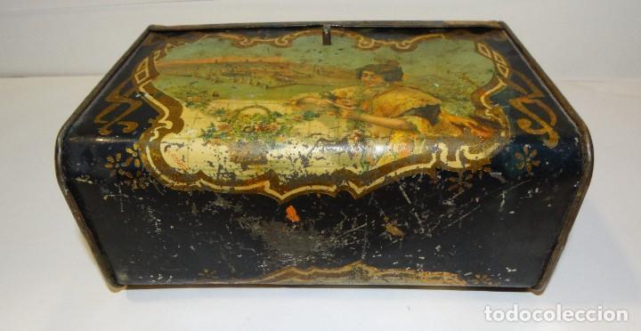 Cajas y cajitas metálicas: ANTIGUO CABAS DE HOJALATA LITOGRAFIADA G. DE ANDREIS DE BADALONA CON PUBLICIDAD. FINALES DEL XIX, - Foto 5 - 194881802