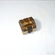 Cajas y cajitas metálicas: CAJITA DE HUESO Y LATON.5 X 5 X 4 CM.. Lote 194886416