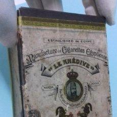 Cajas y cajitas metálicas: CAJA HOJALATA CIGARRILLOS EGIPCIOS LE KHEDIVE - ED. LAURENS. 12,5 X 7,5 X 4 CM. Lote 194955085