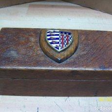 Cajas y cajitas metálicas: ANTIGUA CAJA DE MADERA. Lote 194971198