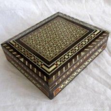 Cajas y cajitas metálicas: PRECIOSA CAJA DE MARQUETERÍA. Lote 195009237