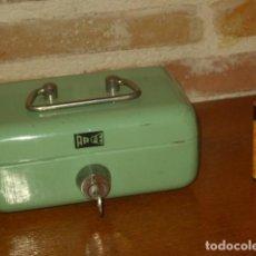 Cajas y cajitas metálicas: CAJA DE CAUDALES,CAJA FUERTE DE ACERO,MARCA ARFE.. Lote 195249448