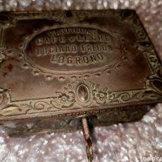 Cajas y cajitas metálicas: CAJA 7X9.5 PASTILLAS CAFE CON LECHE LUCIANO FALCON LOGROÑO CON LLAVE Y CIERRA BUEN ESTADO. Lote 195434607