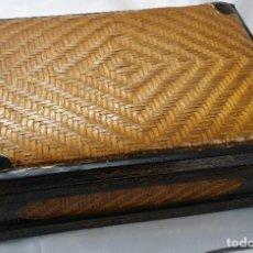 Cajas y cajitas metálicas: CAJA CHINA DE MADERA. Lote 195759401