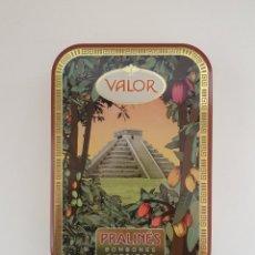 Cajas y cajitas metálicas: VALOR CHOCOLATES, PRALINÉS, BOMBONES SURTIDOS LATA DE COLECIÓN MAYA. Lote 197427417