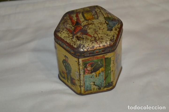 Cajas y cajitas metálicas: Vintage - Antigua CAJA / LATA DE HOJALATA - Forma HEXAGONAL - PRECIOSA / Muy, muy ANTIGUA - ¡Mira! - Foto 2 - 199766156