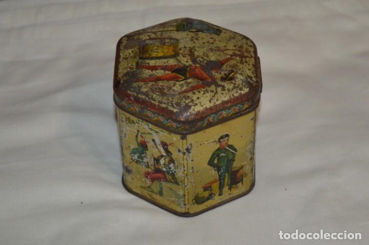 Cajas y cajitas metálicas: Vintage - Antigua CAJA / LATA DE HOJALATA - Forma HEXAGONAL - PRECIOSA / Muy, muy ANTIGUA - ¡Mira! - Foto 3 - 199766156