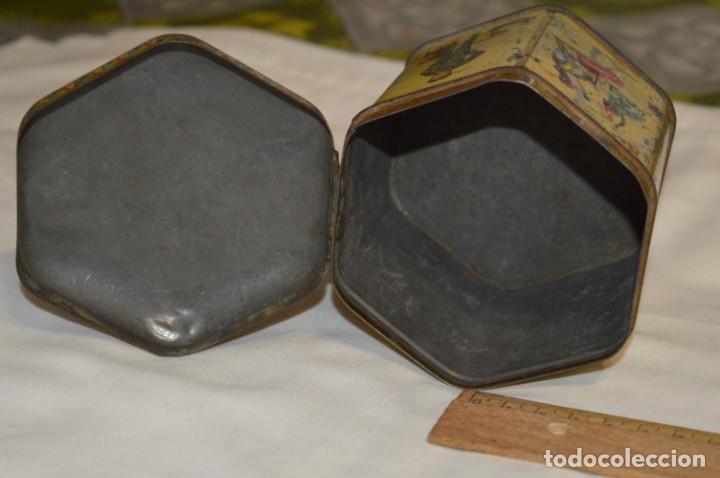 Cajas y cajitas metálicas: Vintage - Antigua CAJA / LATA DE HOJALATA - Forma HEXAGONAL - PRECIOSA / Muy, muy ANTIGUA - ¡Mira! - Foto 9 - 199766156