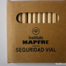 Cajas y cajitas metálicas: CAJA 12 LAPICES DE COLORES MAPFRE NUEVA. Lote 229053160