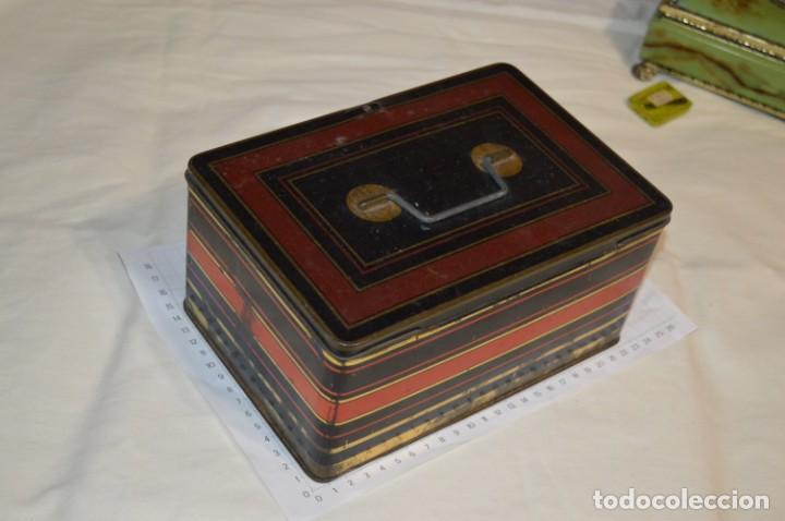 Cajas y cajitas metálicas: Lote 03 / Vintage 3 antiguas cajas de hojalata - Variadas y diferentes tamaños ¡Preciosas, MIRA! - Foto 3 - 203180776