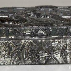 Cajas y cajitas metálicas: IMPORTANTE CAJA METÁLICA TIPO JOYERO DE MANUFACTURA CHINA. CIRCA 1900. Lote 205682305