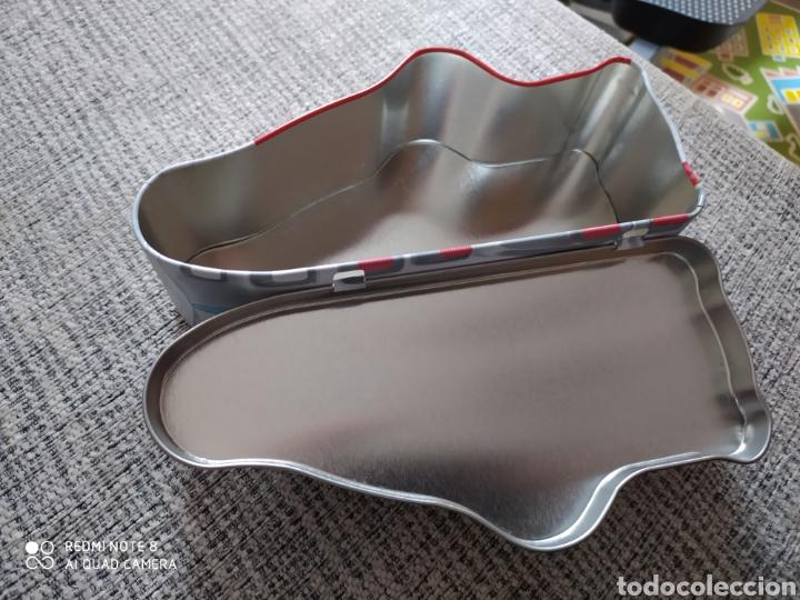 Cajas y cajitas metálicas: Caja metálica con forma de zapatillas en perfecto estado - Foto 4 - 205715892