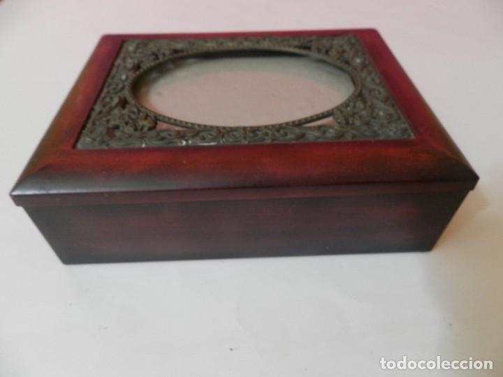 Cajas y cajitas metálicas: CAJA INTERIOR FORRADA DE TERCIOPELO. CRISTAL PARA FOTOGRAFIA. MARCO BRONCE - Foto 2 - 208682181