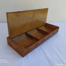 Cajas y cajitas metálicas: ANTIGUA CAJA PARA SELLOS DE CORREOS.. Lote 210558391