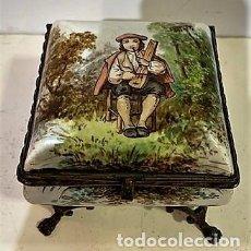 Cajas y cajitas metálicas: CAJA DE PORCELANA SIGLO XIX.. Lote 214745367