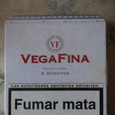 Cajas y cajitas metálicas: CAJA METÁLICA U PITILLERA DE CIGARILLOS VEGAFINA. Lote 215203285