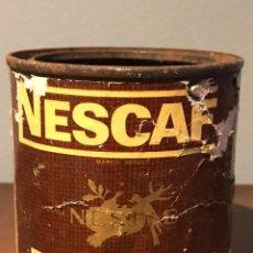 Cajas y cajitas metálicas: ANTIGUA LATA DE NESCAFÉ AÑOS 50. Lote 215400646