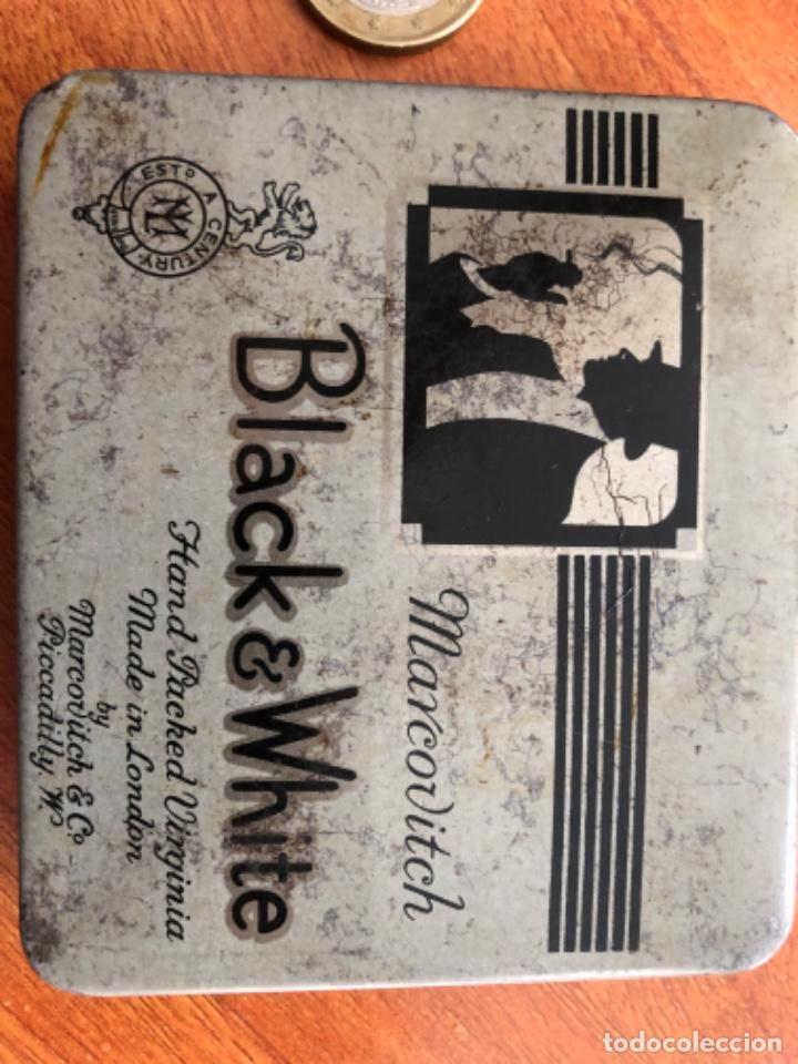 Cajas y cajitas metálicas: Antigua caja de cigarrillos Black White - Foto 2 - 217601817