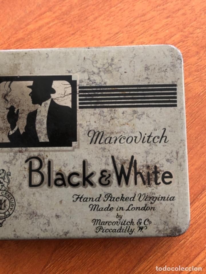 Cajas y cajitas metálicas: Antigua caja de cigarrillos Black White - Foto 3 - 217601817