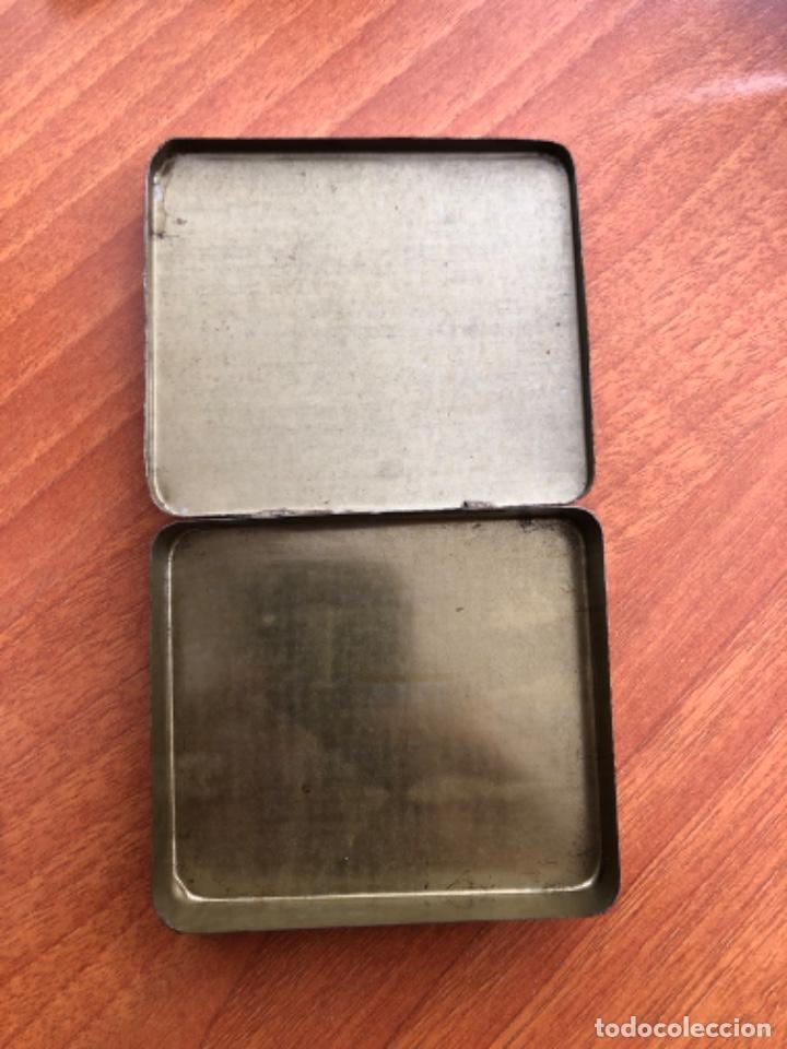 Cajas y cajitas metálicas: Antigua caja de cigarrillos Black White - Foto 4 - 217601817