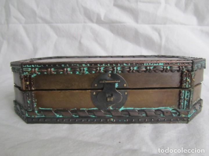 Cajas y cajitas metálicas: Caja joyero de madera forrada de cobre - Foto 3 - 218158166