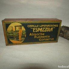 Cajas y cajitas metálicas: ANTIGUA CAJA EN HOJALATA LITOGRAFIADA DEL CEPILLO LIMPIACOCHES *ESPAZZOLA* DE METALGRÁFICA LOGROÑESA. Lote 218603425