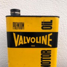 Cajas y cajitas metálicas: LATA DE ACEITE VALVOLINE DE 2 LITROS LUBRICANTE. Lote 219011448