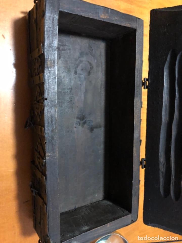 Cajas y cajitas metálicas: Antigua caja de madera noble remachadas en metal pequeño baúl 1929 - Foto 4 - 221803820