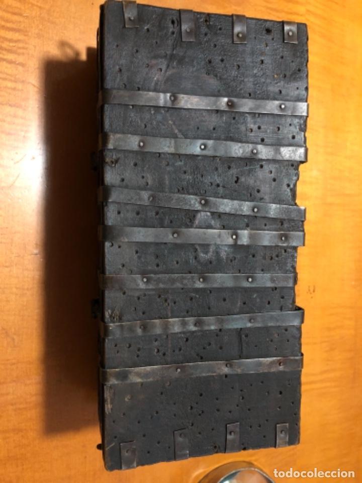 Cajas y cajitas metálicas: Antigua caja de madera noble remachadas en metal pequeño baúl 1929 - Foto 6 - 221803820
