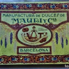 Cajas y cajitas metálicas: CAJA CARTÓN ÉPOCA MODERNISTA,MANUFACTURA DE DULCES DE MAURI Y CIA.MARCA LA PASTORA,BARCELONA.. Lote 222306346