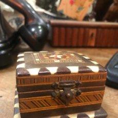 Cajas y cajitas metálicas: PRECIOSA CAJA JOYERO DE MADERA TARACEA - MEDIDA 5,5X6X4 CM. Lote 231300195