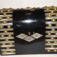 Cajas y cajitas metálicas: COFRE CON NACAR Y BRONCES.. Lote 111814055
