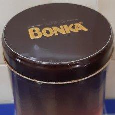 Cajas y cajitas metálicas: BOTE METALICO REDONDO BONKA DIBUJO Y LETRAS EN RELIEVE. Lote 238706030