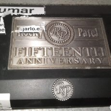 Cajas y cajitas metálicas: CAJA PUROS DE MADERA Y METAL 15TH ROCKY PATEL. TABACO. Lote 240015835