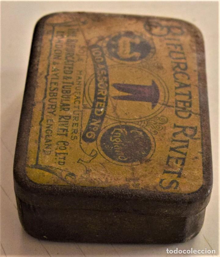 Cajas y cajitas metálicas: ANTIGUA CAJA METÁLICA DE REMACHES BIFURCATED RIVETS - MADE IN ENGLAND - 8 X 5,7 X 2,7 CM - Foto 4 - 241157620