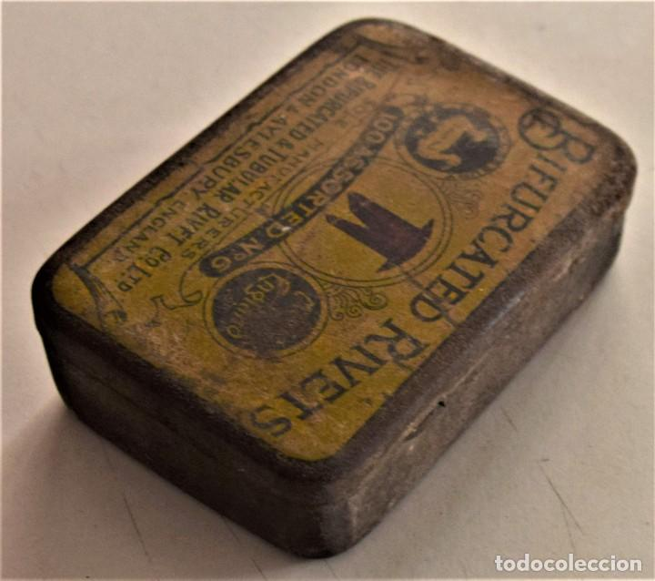 Cajas y cajitas metálicas: ANTIGUA CAJA METÁLICA DE REMACHES BIFURCATED RIVETS - MADE IN ENGLAND - 8 X 5,7 X 2,7 CM - Foto 5 - 241157620