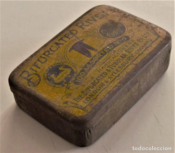 Cajas y cajitas metálicas: ANTIGUA CAJA METÁLICA DE REMACHES BIFURCATED RIVETS - MADE IN ENGLAND - 8 X 5,7 X 2,7 CM - Foto 9 - 241157620