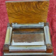 Cajas y cajitas metálicas: CAJA PARA CIGARROS. MADERA Y METAL CROMADO. CIRCA 1950.. Lote 244482885