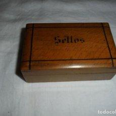 Cajas y cajitas metálicas: ANTIGUA CAJA PARA GUARDAR SELLOS. Lote 245111905