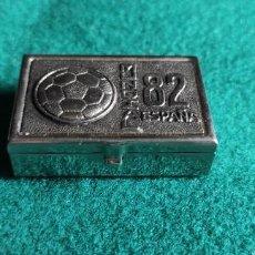 Cajas y cajitas metálicas: CAJITA PASTILLERO DE METAL PLATEADO MUNDIAL DE FÚTBOL ESPAÑA 82. Lote 248416510